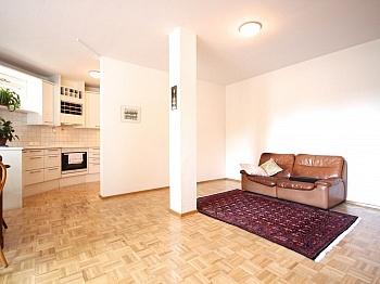 Außenfassade Parkettböden großzügiges - Zentrale 3-Zi-Wohnung in Feschnig/LKH Nähe