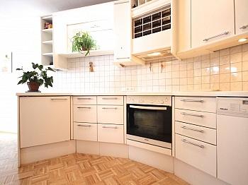 geräumiges Abstellraum Waschtisch - Zentrale 3-Zi-Wohnung in Feschnig/LKH Nähe