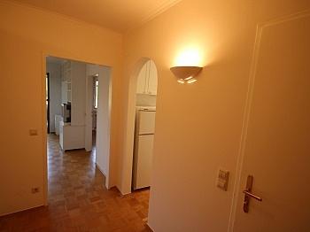 Minuten großer Vorraum - Zwei Zimmer Waidmannsdorf + Tiefgarage