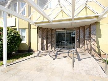 aufgeteilt getrennte Eingänge - Schönes 90 m² Büro mit 73 m² großem Lagerraum