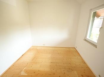Weiters Vorraum letzter - 2 Zi Wohnung mit Gartenanteil und Sattnitzzugang