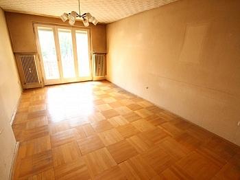 Schlafzimmer Stadtwohnung Kellerabteil - 5 Zi Stadtwohnung 117m² Nähe Messe - zum sanieren