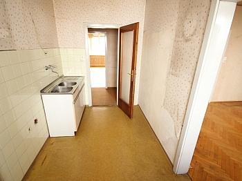 Angaben Wohnung Strasse - 5 Zi Stadtwohnung 117m² Nähe Messe - zum sanieren