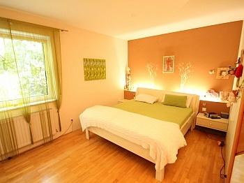 Garderobe idylische Gepflegt - 250m² Villa+Pool und 3.321m² Grund+Betriebsgebäude