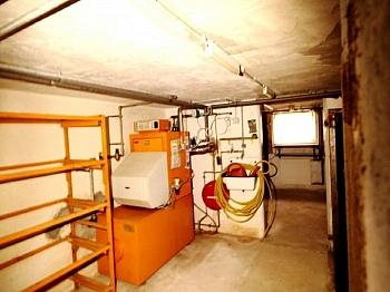 - Altes Bahnwärterhaus mit Zubau und Garage
