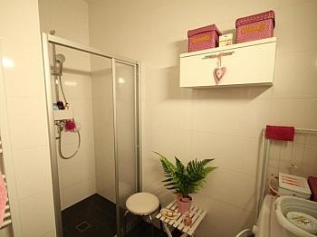 Schlafzimmer ausgerichtet Kellerabteil - Moderne 2 ZI - Wohnung in Waidmannsdorf