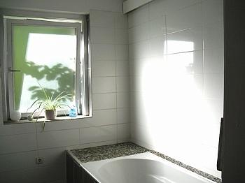 Gebäudeversicherung Küchenanschlüssen Einfahrtsbereich - Ein-/Zweifamilien Wohnhaus Nähe Krumpendorf