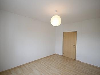 Vorraum großem eigenen - Komplett sanierte helle 3 Zi-Wohnung in Welzenegg