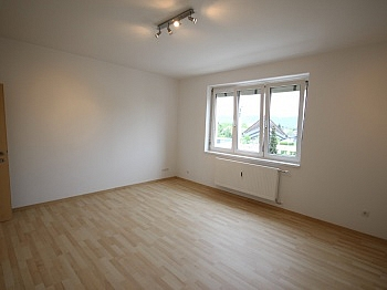 großes Fenster Kaution - Komplett sanierte helle 3 Zi-Wohnung in Welzenegg