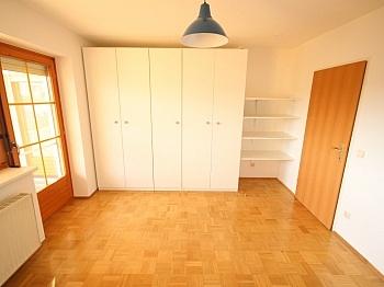 Zugang Loggia Küche - Schöne 4 Zi Wohnung 100m² in der Mozartstrasse
