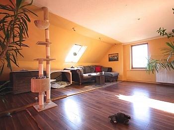 Holzfenster aufgeteilt erreichbar - Idyllisches Wohnhaus/Bauernhaus in Schiefling