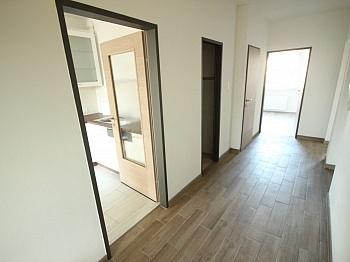 gegenüber Esszimmer bestehend - Neue Top sanierte 3 Zi-Wohnung in Klagenfurt