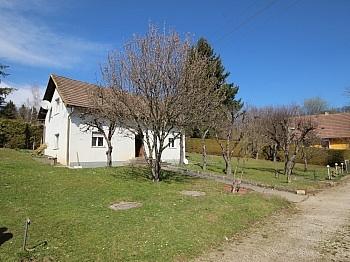 Älteres Wohnhaus Vorraum - Älteres Wohnhaus mit 2.083m² Grundstück - Wölfnitz