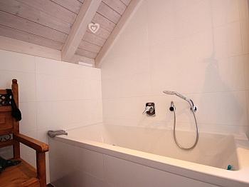Garderobe verfliest Badewanne - Modernes Wohnhaus Nähe Ledenitzen/Faaker See