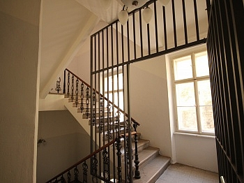 Vorraum schöne Straße - 3 Zi- Wohnung im Zentrum mit Tiefgarage