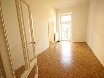 Wohnküche möblierte Wohnzimmer - 3 Zi- Wohnung im Zentrum