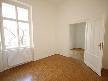 Wohnzimmer möblierte Wohnküche - 3 Zi- Wohnung im Zentrum mit Tiefgarage