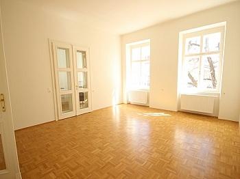Generalsanierung Fernwärme zuzüglich - 3 Zi- Wohnung im Zentrum mit Tiefgarage