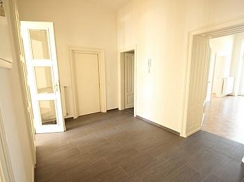 Bruttomieten Kellerabteil Altbauvilla - 3 Zi- Wohnung im Zentrum mit Tiefgarage