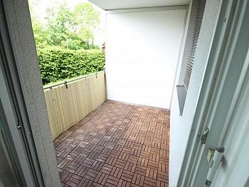Erdgeschoss aufgeteilte Wohnanlage - Schöne 3 Zi Wohnung mit Tiefgarage - Görzer Allee
