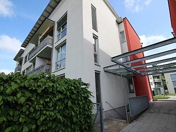Fenster mittels Holzisolierglasfenster - Schöne 3 Zi Wohnung mit Tiefgarage - Görzer Allee