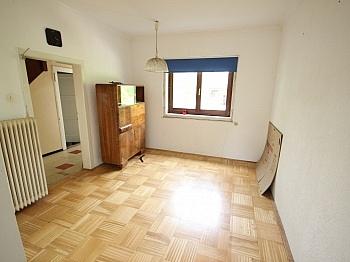Sonnige Angaben Laminat - Älteres Wohnhaus mit 1.185m² Grundstück - Feschnig