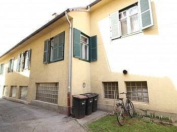 Obergeschoss Nebenräumen rechteckiges - Älteres Wohn- und Geschäftshaus in der Stadt