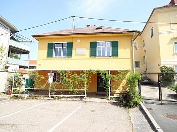 Wohn Geschäftshaus Dachgeschoss - Älteres Wohn- und Geschäftshaus in der Stadt