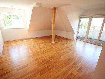 Dachspitzboden Tischlerküche Fliesenböden - Neuwertige 3 Zi Penthousewohnung - Linsengasse