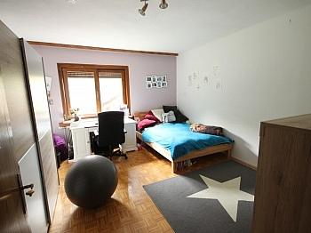 möblierte Wohnzimmer Bestehend - Großes Wohnhaus mit Pool - Nähe Glanegg