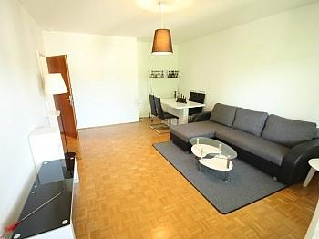 Fliesenböden Außenrollos Kellerabteil - Günstige 3 Zi Wohnung 90m² in Waidmannsdorf