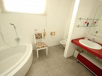 Vorräume Neuwertig Badewanne - 180m² 4 Zi Gartenwhg mit Pool - Georgen am Sandhof