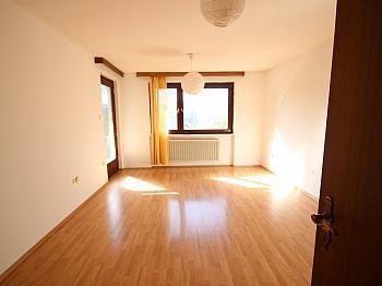 Fernwärme Wohnzimmer Durchgang - 135m² Haushälfte in Krumpendorf