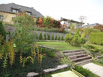 Autobahnauffahrt Terrassenfläche Einfamilienhaus - Großzügiges Einfamilienhaus in sehr guter Lage