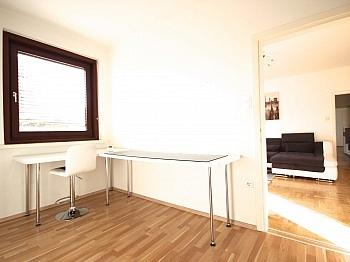 Garderobenbereich Südausrichtung Infrarotpanelen - 3-Zi-Wohnung in der Feldhofgasse inkl. Garagen