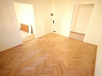 Wohnhausanlage Fliesenböden Schlafzimmer - Schöne 2,5 Zi Eckwohnung 60m² - Karawankenzeile