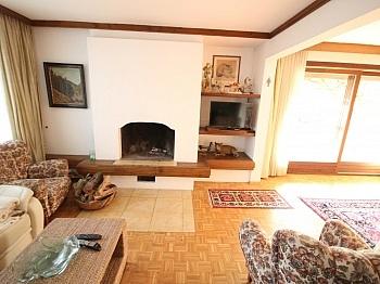 möblierte Wohnzimmer aufgeteilt - Tolles 250m² Wohnhaus mit 2.271m² Grund-Maria Rain