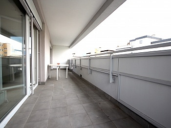 Zugang Küche liegt - Zentrale, großzügige 4-Zi Stadtwohnung/Villach