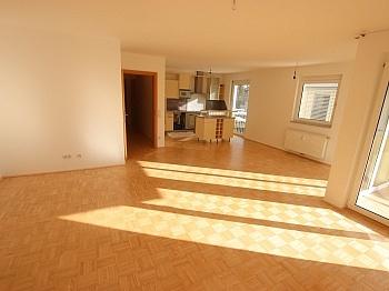 Fernwärme Westbalkon direkt - TOP sanierte 75m² 2 Zi Wohnung in Viktring mit TG