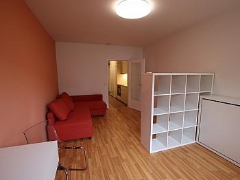 Schlafzimmer ausgerichtet Bruttomieten - Moderne, möblierte 30m² Garconniere in der Stadt