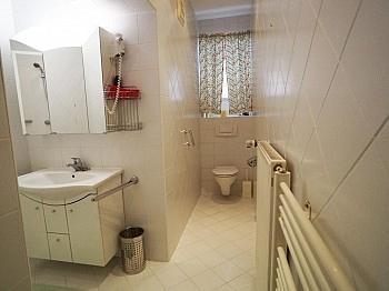 monatlich genügend gemietet - 240m² Villa mit Garten in Krumpendorf