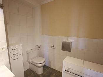 bietet Ebenen Diele - 3 Zi Penthouse mit Karawankensicht auf 2 Ebenen