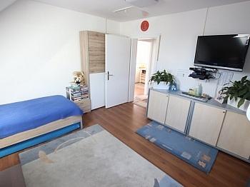 Weiters kleiner Garagen - Schönes saniertes Einfamilienwohnhaus in Welzenegg