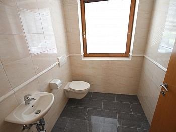Badewanne schönem Westlage - Neuwertige 3 Zi 120m² Gartenwohnung in Köttmannsdorf