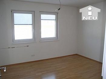 Neuwertiges ausgebauter Regalverbau - Neuwertiges Wohnhaus nähe Feldkirchen