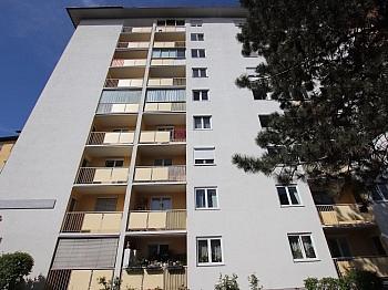 Diele Lift Wohn - Schöne sanierte 74m² 3 Zi Stadtwohnung mit Garage