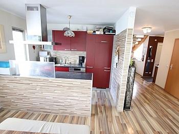 Wohnzimmer gepflegtes Verkäufer - Neuwertiges schönes 115m² Wohnhaus in Moosburg