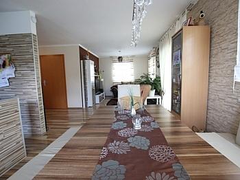 Fliesenböden aufgeteiltes Stellplätze - Neuwertiges schönes 115m² Wohnhaus in Moosburg