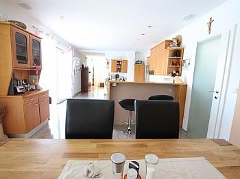 gepflasterte elektrischen Stellplätze - Neuwertiges schönes 150m² Wohnhaus in St. Filippen
