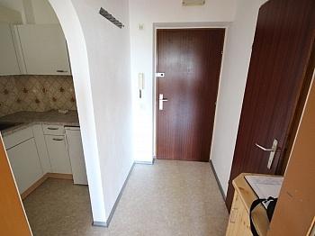 Garderobe Ostloggia Badewanne - Garconniere 38m² mit XL Loggia in Waidmannsdorf